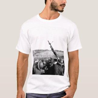 Anti-aircraft machine gun of 101_War image T-Shirt