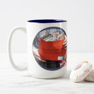 Äntligen pensionär! Two-Tone coffee mug