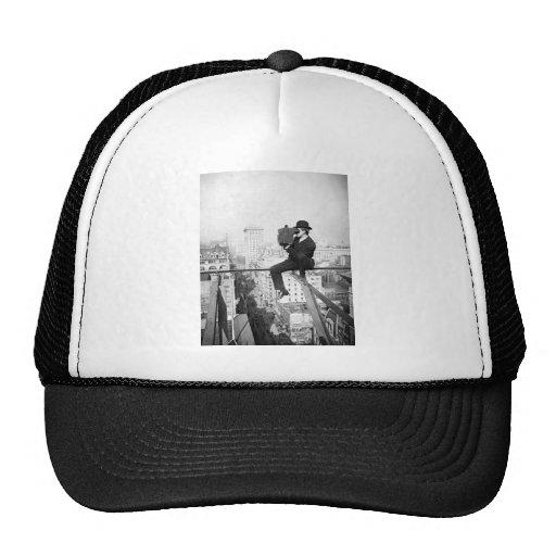 appareil-photo antique sur une photo vintage élevé casquettes