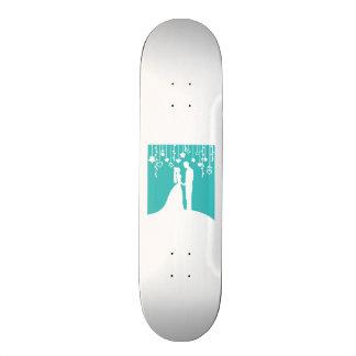 Aqua et silhouettes blanches de mariage de jeunes  skateboard 21,6 cm