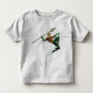Aquaman se précipitant avec la lance t-shirts