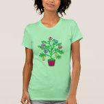 Arbre de vacances d'arbre de paix avec des symbole t-shirt
