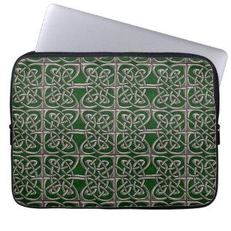 Argent et motif celtique d'ovales relié par vert trousses pour ordinateur portable