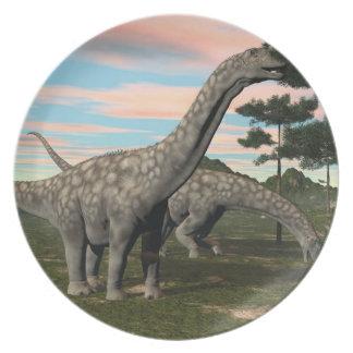 Argentinosaurus dinosaur eating tree - 3D render Party Plates