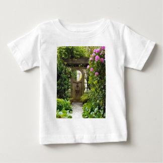 Around Britain,    Roses round the door Baby T-Shirt
