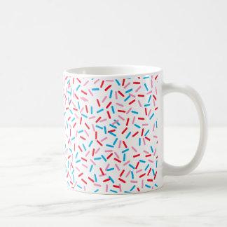 Arrose sur la tasse de café supérieure