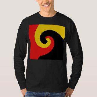 Art abstrait peinture jaune rouge noire de remous t-shirt