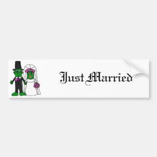 Art drôle de mariage de jeunes mariés de conserves autocollant de voiture