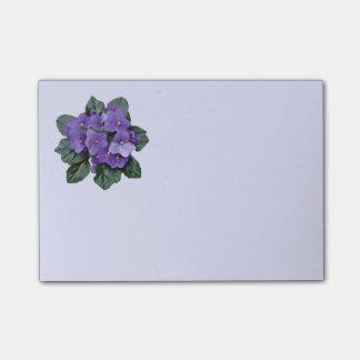 Art floral de fleur pourpre de violette africaine notes post-it