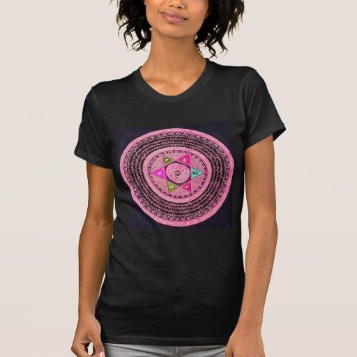 Art tibétain de mandala (rose et noir) t-shirts