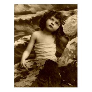 Art vintage de carte postale de fille de sirène