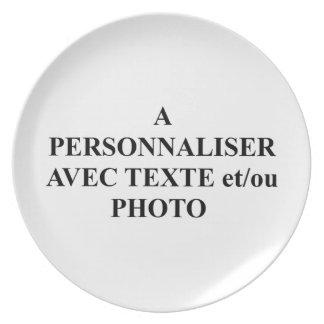 Assiette une photo de Texte et/ou d'avec de person