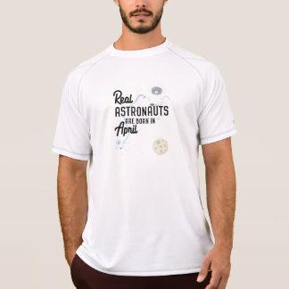 Astronauts are born in April Zg6v6 T-Shirt