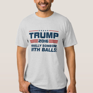 Atout enfin quelqu'un avec le T-shirt de boules