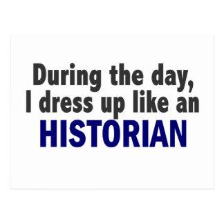 Au cours de la journée je m'habille comme un histo carte postale