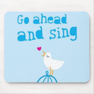 Avancez et chantez la carte de voeux de bonheur tapis de souris