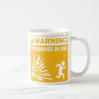Avertissement ! Tasse en service d'explosifs