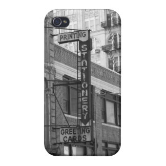 B&W Buildings iPhone 4 Cover