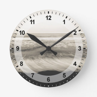 B&W seascape, Hawaii Round Clock