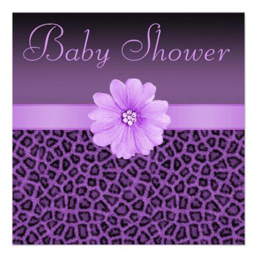 Baby shower pourpre d'empreinte de léopard et de faire-part