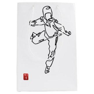Bag gift TAEKWONDO DWICHAGI back kick 02