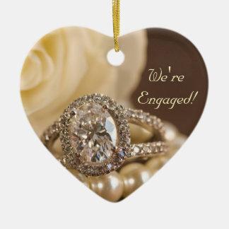 Bague de fiançailles ovale de diamant et rose ornement cœur en céramique