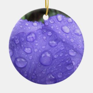 Baisses sur l'iris pourpre ornement rond en céramique