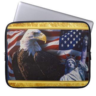 Bald Eagle an Statue of Liberty an American flag Laptop Sleeve