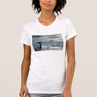 Baleias nas nuvens tshirts