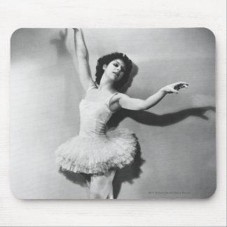 Ballerina en pointe B&W Mouse Pad