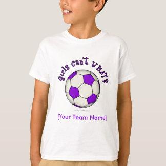 Ballon de football dans le pourpre tshirt