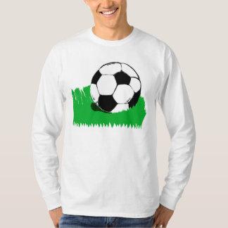 Ballon de football dans T-shirt de la douille des