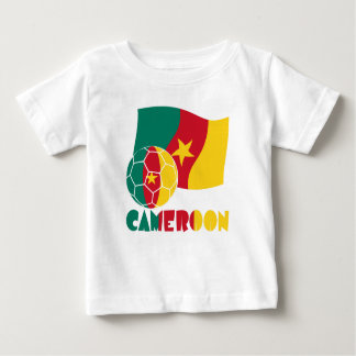 Ballon de football et drapeau du Cameroun T-shirt Pour Bébé