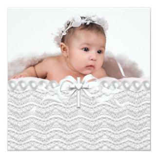 Baptême blanc croisé de photo de filles de cartons d'invitation personnalisés