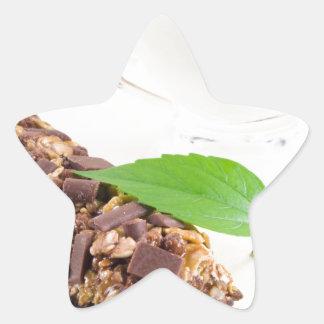 Barre de chocolat avec de la céréale et un lait sticker étoile