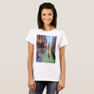 Basic t-shirt featuring a narrow canal in Venice