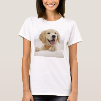 basic tee-shirt woman dog golden retriever T-Shirt