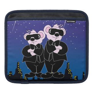 BEAR IN BLACK CARTOON iPad H iPad Sleeve