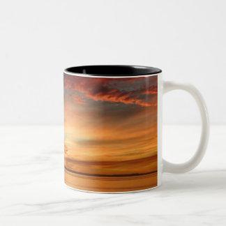 Beau jour de lever de soleil mug bicolore