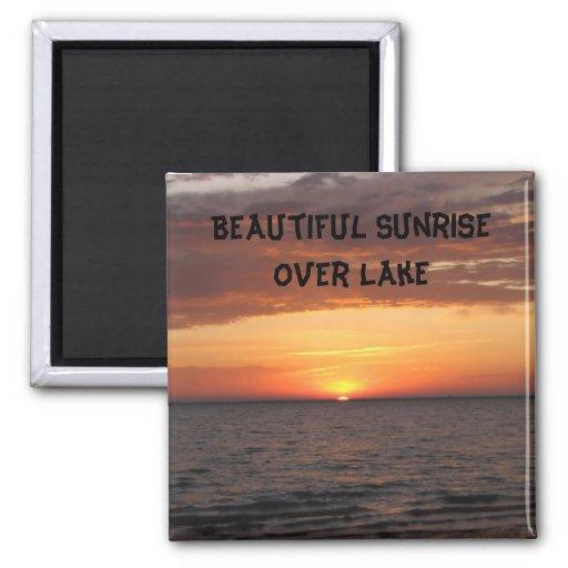 Beau lever de soleil au-dessus de lac aimant pour réfrigérateur