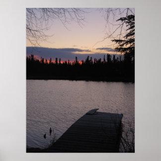 Beau lever de soleil au-dessus d'un lac en Alaska