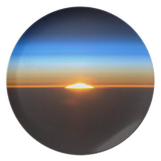 Beau lever de soleil dans l'espace assiettes pour soirée