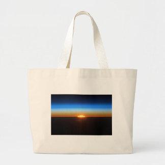 Beau lever de soleil dans l'espace sac en toile jumbo