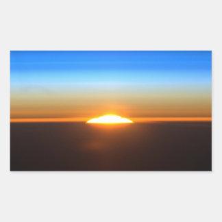 Beau lever de soleil dans l'espace sticker rectangulaire