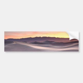 Beau lever de soleil de désert autocollant de voiture