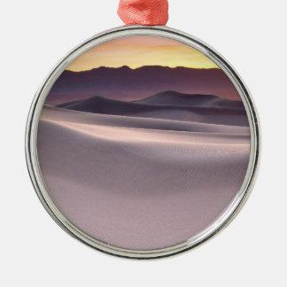 Beau lever de soleil de désert ornement rond argenté