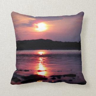 Beau lever de soleil de plage coussin