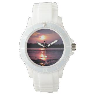 Beau lever de soleil de plage montres