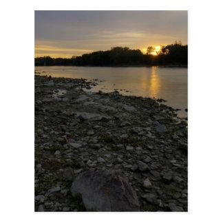 Beau lever de soleil de rivière carte postale