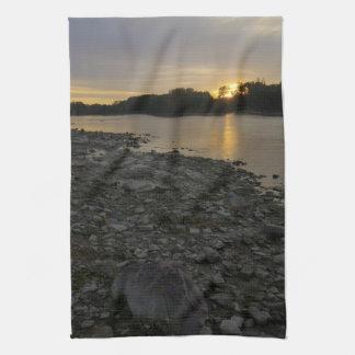 Beau lever de soleil de rivière serviettes éponge